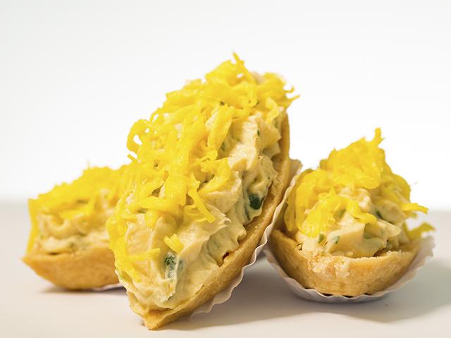 Barquete De Frango Com Fios De Ovos